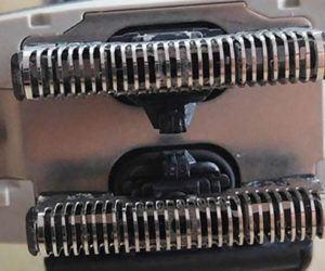 ¿Con qué frecuencia debo reemplazar las cuchillas y láminas de una máquina de afeitar eléctrica?