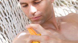 En qué fijarse al comprar un protector solar, según los dermatólogos